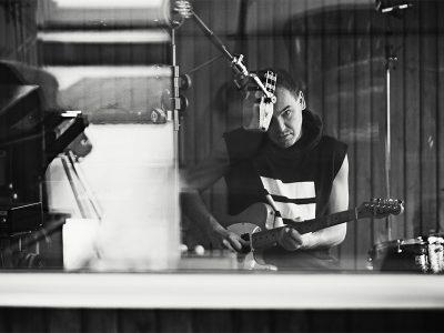 Dansk rap legende, sangskriver, DJ og producer springer ud som solist med et særdeles veloplagt band. Oplev dem LIVE på Bygningen d. 7. Oktober