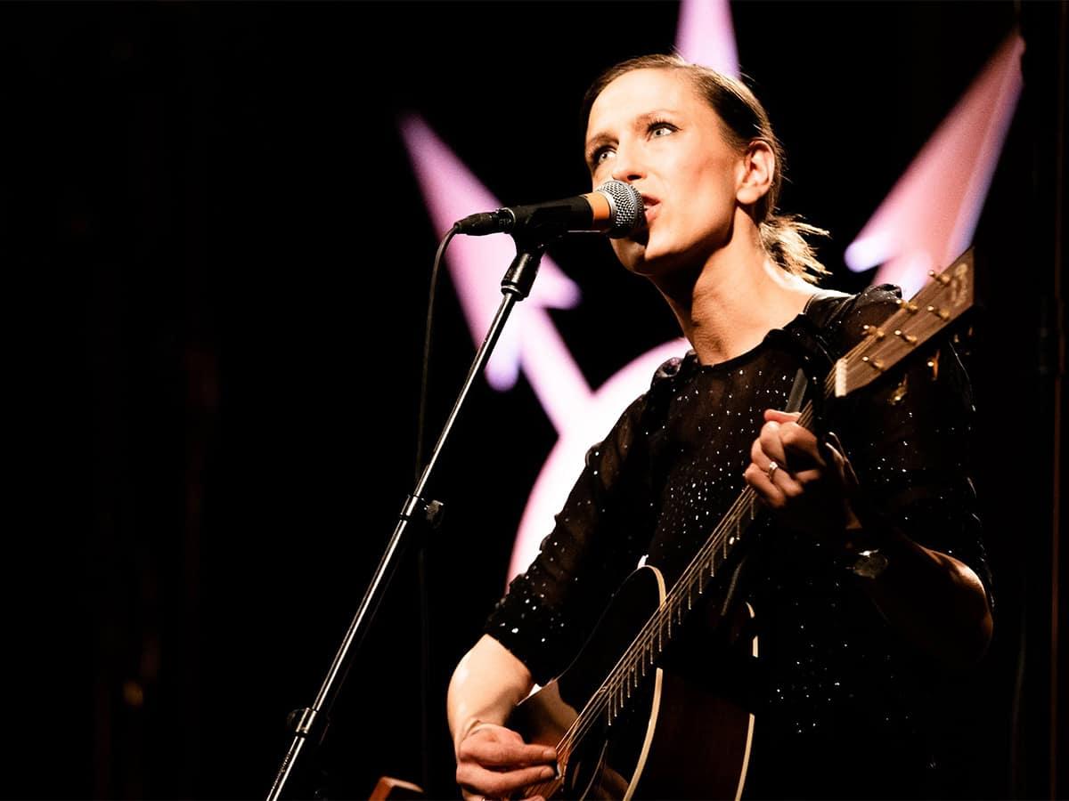Mathilde Falch m. Band på Musikforeningen Bygningen i Køge, lørdag den 19. oktober 2020 kl. 20.00. Mathilde Falch's fire albums har været anmelderroste.