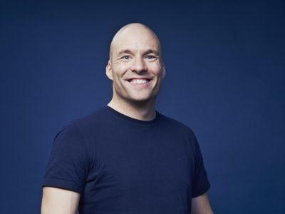 Simon Talbot er klar til at give hele Køge Optur på Musikforeningen Bygningen, lørdag den 5. februar 2022 kl. 19.00. Simon Talbot - Optur